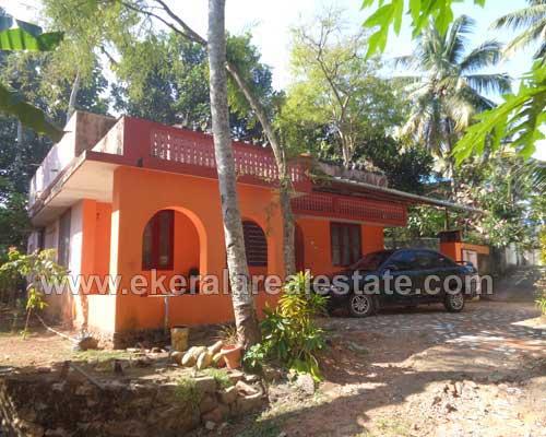 property sale in Sreekaryam Thiruvananthapuram Sreekaryam old house with 17 cent land plot sale